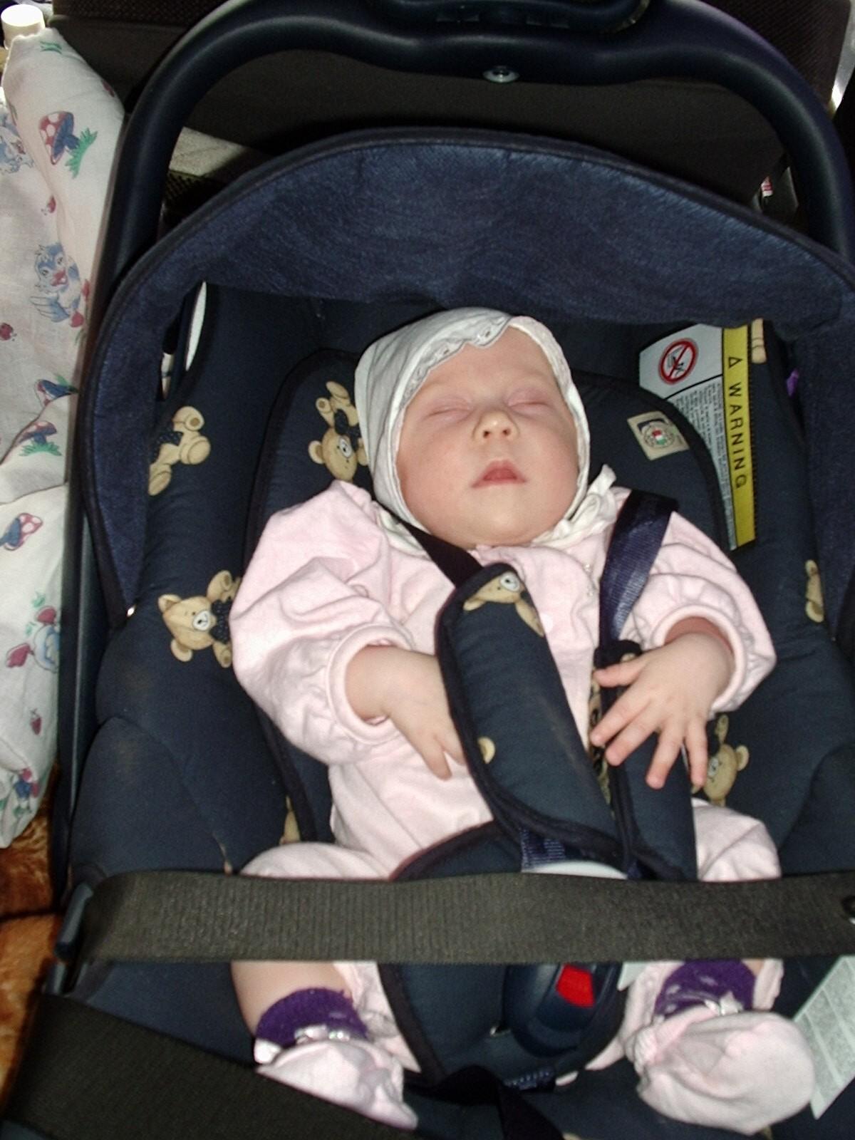 Как сажать новорожденных детей в автокресло